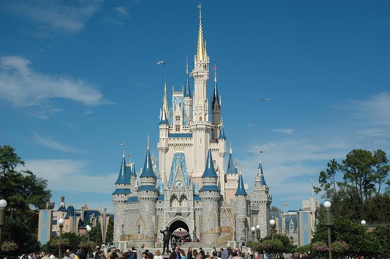 The Cinderella castle in Disney's Magic Kingdomm