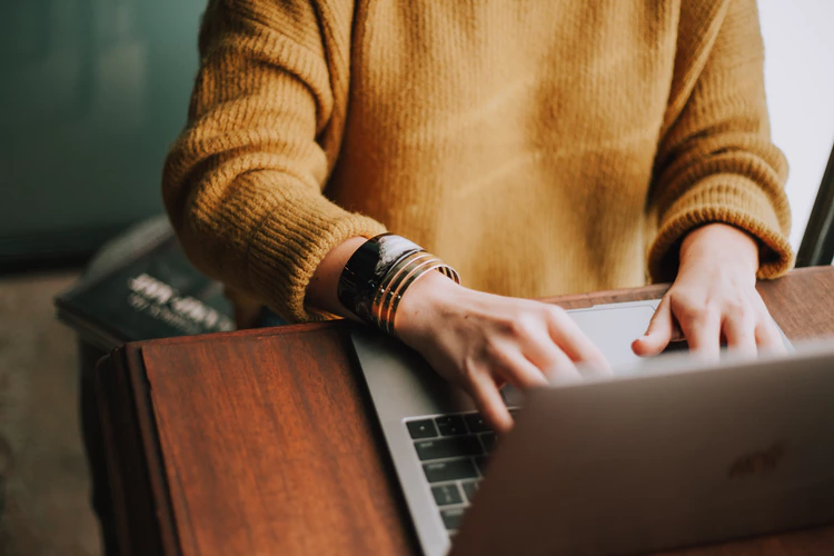 Blogging to connect with online readers